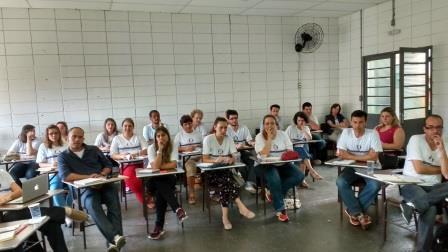 foto-04-E-com-a-profa.-Mantoan-professores-aprimoram-conhecimento-em-pesquisa